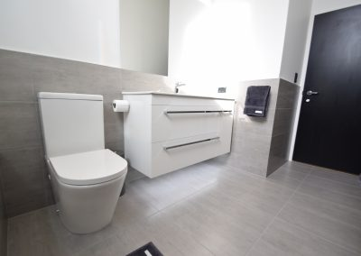Modern main bathroom and ensuite renovation – Huw and Mandy