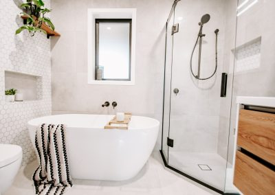Tricky small space bathroom – Charla and Karl